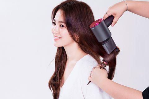 Hair, Skin, Hairstyle, Beauty, Hair dryer, Black hair, Long hair, Arm, Hair coloring, Brown hair,