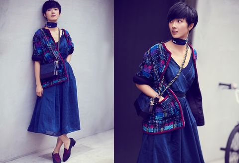 Clothing, Blue, Sleeve, Shoulder, Textile, Pattern, Bicycle wheel, Style, Formal wear, Fashion accessory,