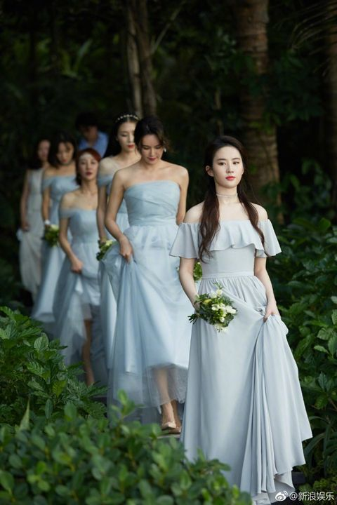Clothing, Dress, Bridal clothing, Green, Shoulder, Photograph, Gown, Joint, White, Formal wear,