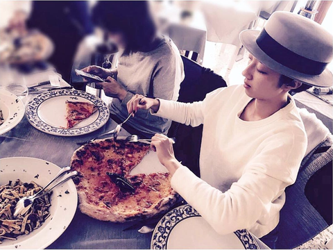Cuisine, Food, Plate, Dish, Hat, Dishware, Pizza, Meal, Tableware, Ingredient,