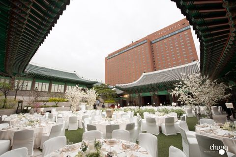 Building, Architecture, Banquet, Event, Ceremony, Party, Function hall, Wedding reception, Restaurant, Furniture,