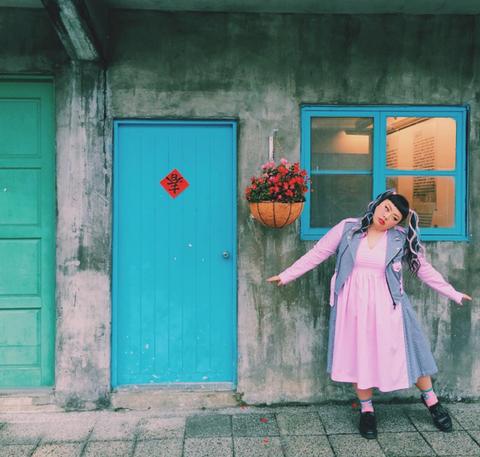 Blue, Green, Textile, Pink, Wall, Door, Flowerpot, Teal, Home door, Street fashion,