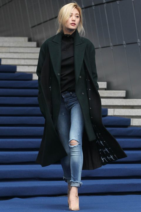 Clothing, Sleeve, Denim, Textile, Joint, Collar, Stairs, Style, Jacket, Street fashion,