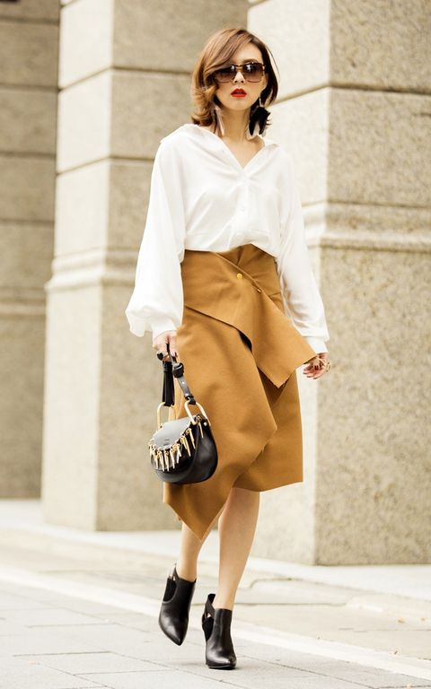 Clothing, Brown, Sleeve, Shoulder, Collar, Textile, Joint, Bag, Outerwear, Sunglasses,