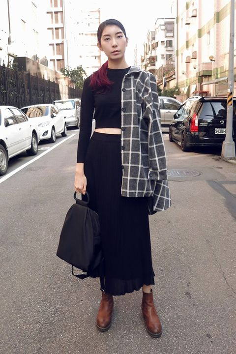 Clothing, Brown, Sleeve, Land vehicle, Textile, Street, Outerwear, Street fashion, Style, Bag,