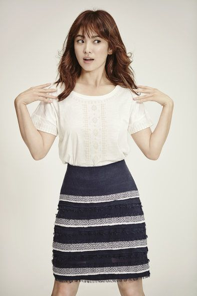 Brown, Sleeve, Shoulder, Textile, Standing, Joint, White, Style, Waist, Fashion,