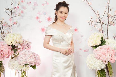 Clothing, Petal, Bouquet, Dress, Shoulder, Flower, Textile, Photograph, White, Pink,