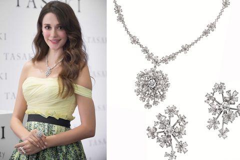 Dress, Shoulder, Jewellery, Photograph, Fashion accessory, Style, Formal wear, One-piece garment, Waist, Chain,