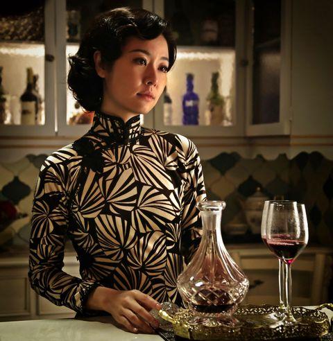 Drinkware, Stemware, Glass, Serveware, Barware, Wine glass, Tableware, Plate, Dishware, Collar,