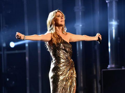 Dress, Entertainment, Performing arts, Music artist, Artist, Performance, Singing, Singer, Day dress, Stage,