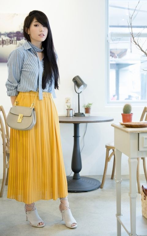 Window, Table, Style, Dress shirt, Street fashion, Beige, Waist, Houseplant, Twig, Interior design,