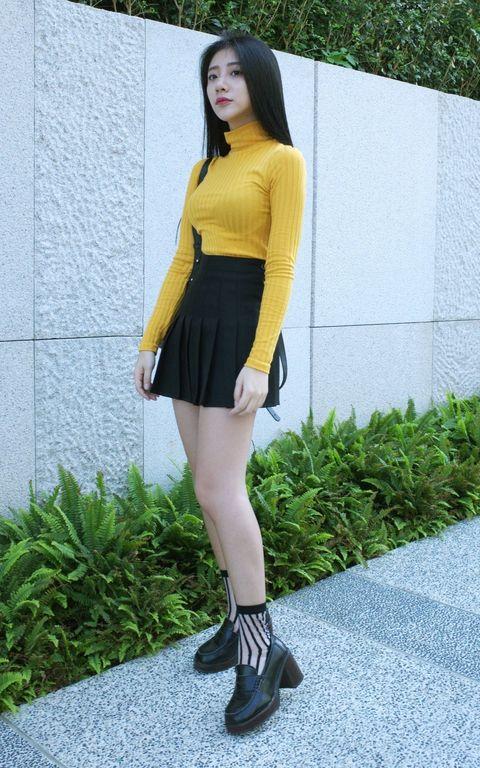 Clothing, Leg, Human leg, Sleeve, Joint, Style, Knee, Street fashion, Thigh, Waist,
