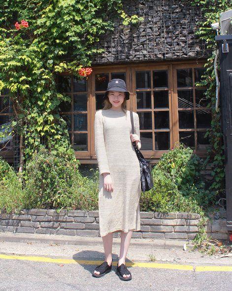 Street fashion, Shrub, Helmet, Waist, Day dress, One-piece garment, Ankle, Fedora, Pattern, Cottage,