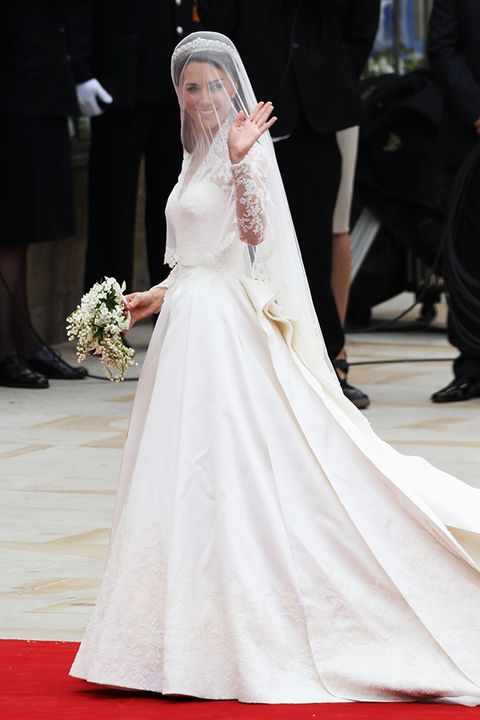 Clothing, Flooring, Bridal veil, Shoulder, Shoe, Veil, Dress, Bridal clothing, Formal wear, Style,