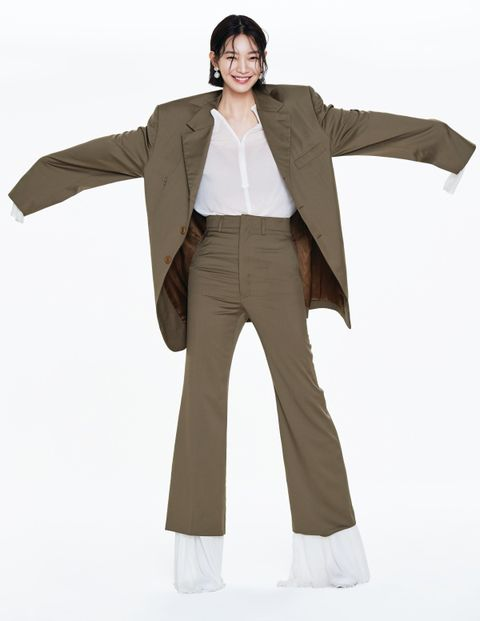 Clothing, Standing, Khaki, Outerwear, Fashion, Beige, Shoulder, Jacket, Sleeve, Trousers,