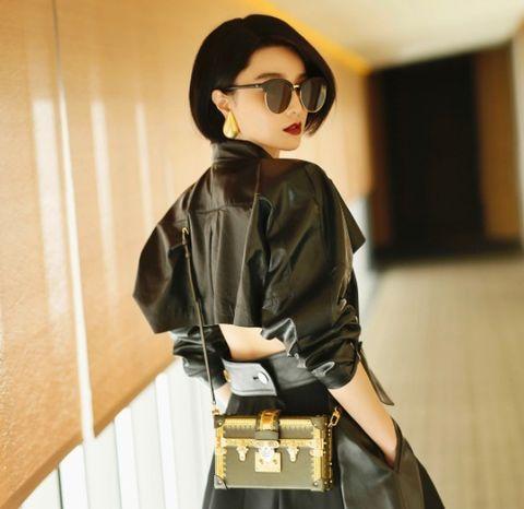 Shoulder, Clothing, Outerwear, Sleeve, Waist, Joint, Leather, Fashion, Street fashion, Eyewear,
