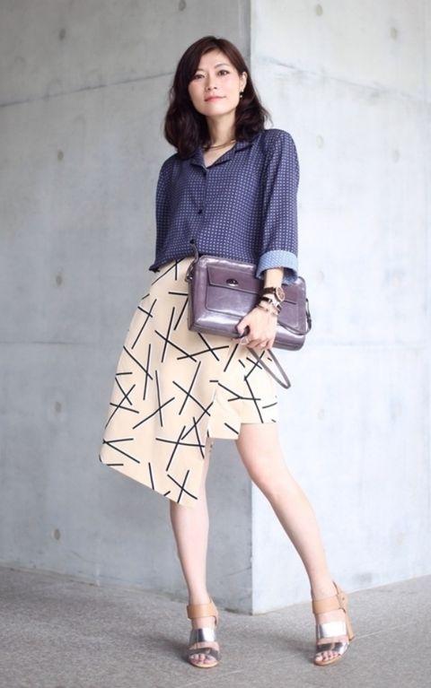 Clothing, Leg, Brown, Sleeve, Shoe, Shoulder, Human leg, Textile, Photograph, Collar,