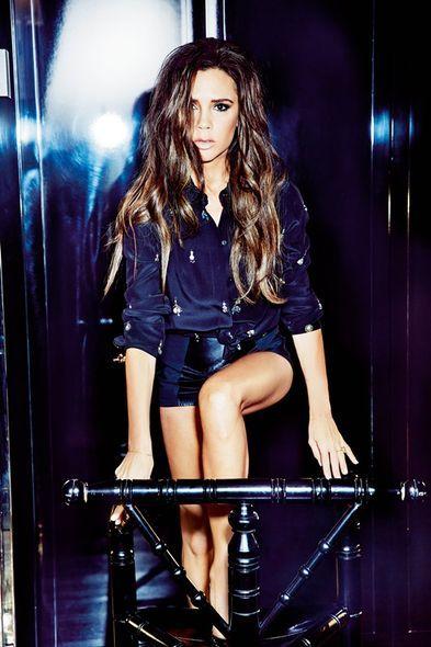 Shoe, Denim, Thigh, Beauty, Knee, Fashion, Fashion model, Long hair, Electric blue, Model,