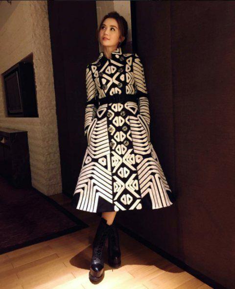 Sleeve, Textile, Outerwear, Style, Pattern, Street fashion, Fashion, Dress, One-piece garment, Fashion model,
