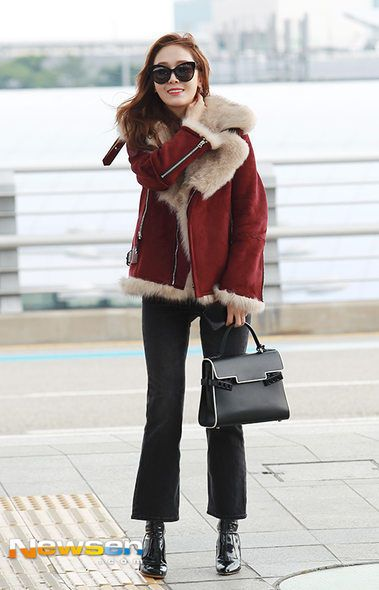 Clothing, Trousers, Bag, Textile, Sunglasses, Outerwear, White, Winter, Street fashion, Style,