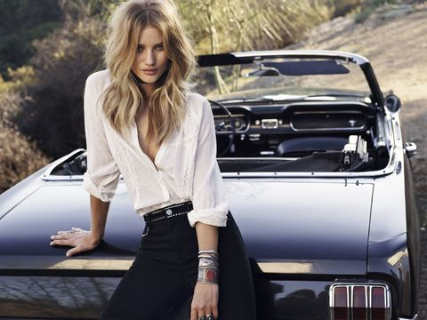 Motor vehicle, Automotive design, Vehicle, Automotive exterior, Land vehicle, Car, Grille, Vehicle door, Hood, Luxury vehicle,