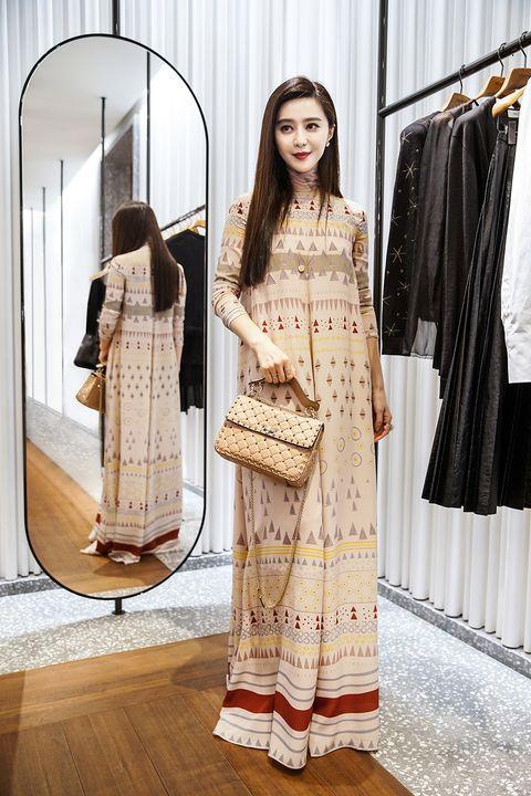 Textile, Floor, Flooring, Style, Wood flooring, Street fashion, Fashion, Fixture, Laminate flooring, Fashion design,