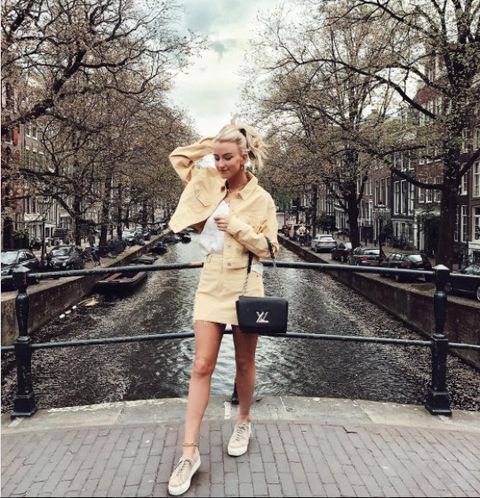 Photograph, Clothing, Street fashion, Snapshot, Beauty, Fashion, Shoulder, Trench coat, Standing, Fur,
