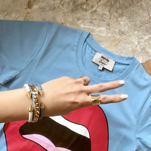 Turquoise, Teal, Aqua, Turquoise, Finger, Footwear, Fashion accessory, Bracelet, Electric blue, Jewellery,