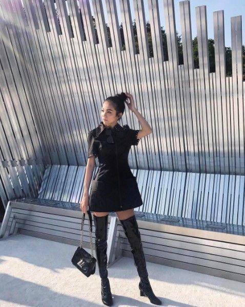Clothing, Tights, Black, Leggings, Footwear, Street fashion, Fashion, Snapshot, Leg, Beauty,