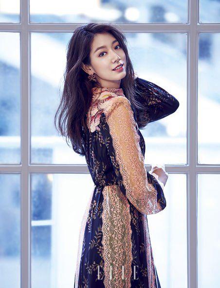 Fashion model, Clothing, Black, Skin, Beauty, Dress, Photo shoot, Fashion, Model, Long hair,