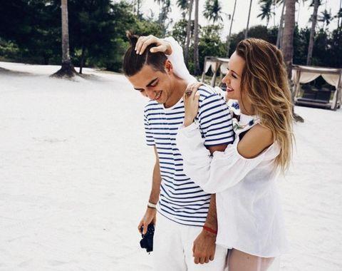 Sleeve, Shoulder, Photograph, Joint, Leisure, Summer, Interaction, Vacation, Waist, Travel,