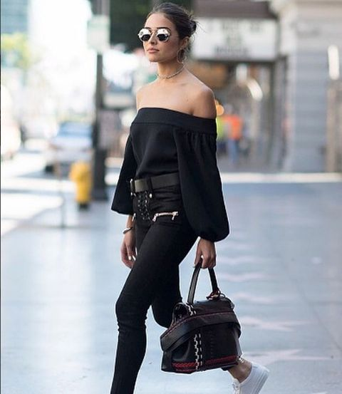 Clothing, Brown, Shoulder, Joint, Bag, Style, Fashion accessory, Street fashion, Waist, Sunglasses,