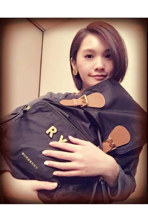 Hand, Bag, Makeover, Costume, Portrait photography, Photo shoot, Fashion model, Glove, Portrait, Stomach,