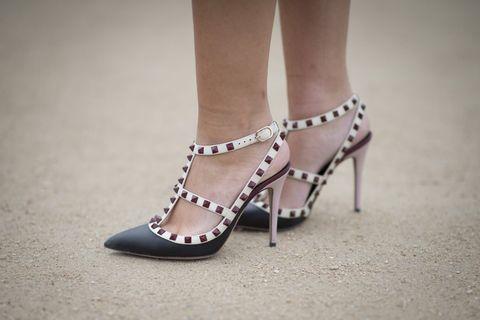 Footwear, Human leg, Sandal, Toe, Joint, High heels, White, Foot, Fashion, Tan,