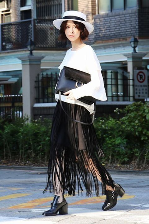 Clothing, Hat, Style, Street fashion, Fashion, Costume accessory, Sun hat, Costume design, Costume, Fashion model,