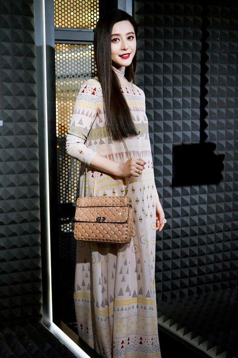 Sleeve, Pattern, Street fashion, Long hair, Makeover, Fashion design, Costume, Day dress, One-piece garment, Pattern,