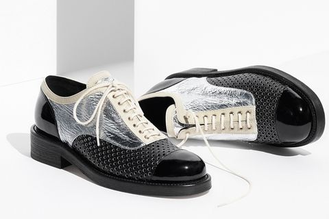 Footwear, Product, Shoe, White, Style, Line, Font, Light, Sneakers, Athletic shoe,