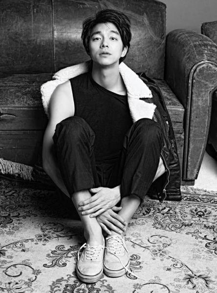 Photograph, Sitting, Black-and-white, Monochrome, Leg, Photography, Monochrome photography, Photo shoot, Style, Portrait,
