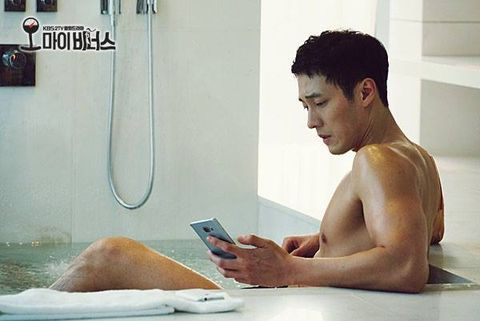 Shoulder, Sitting, Muscle, Chest, Trunk, Barechested, Plumbing fixture, Reading, Portable communications device, Abdomen,