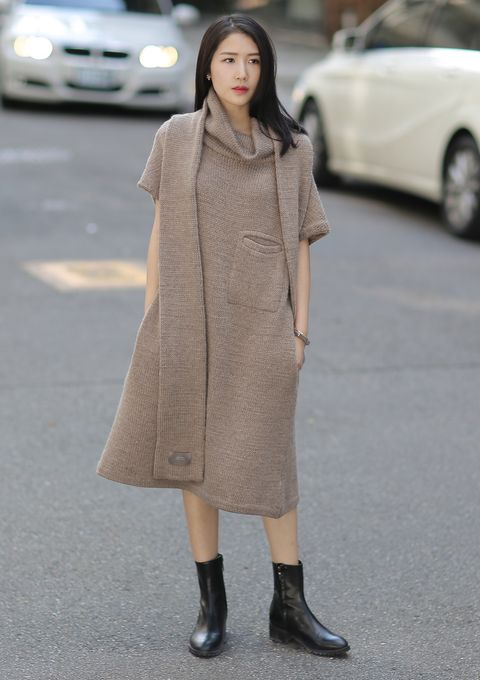 Clothing, Sleeve, Shoulder, Automotive design, Joint, Outerwear, Dress, Style, Street fashion, Street,