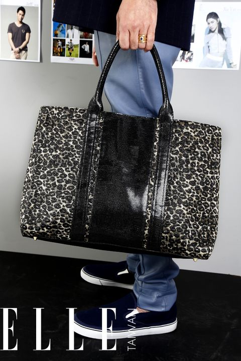 Product, Bag, Style, Luggage and bags, Fashion accessory, Shoulder bag, Fashion, Black, Pattern, Travel,