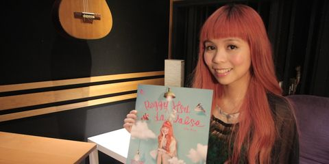 Human, Bangs, Acoustic guitar, Feathered hair, Red hair, Plucked string instruments, Hair coloring, Guitar, Plywood, Brown hair,