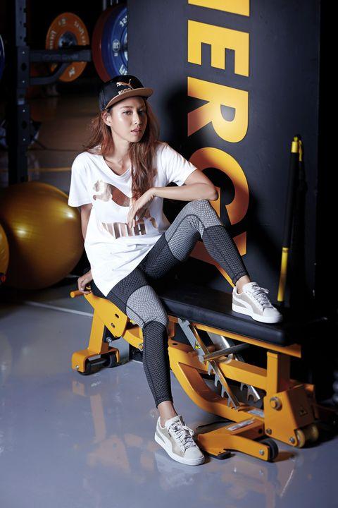 Trousers, Shirt, Jeans, T-shirt, Hat, Knee, Machine, Fedora, High heels, Hip-hop dance,