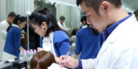 Hair, Head, Hairstyle, Eyelash, Beauty salon, Black hair, Service, Curtain, Hairdresser, Personal grooming,