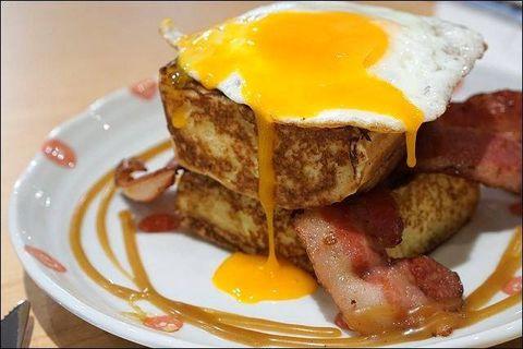 Food, Fried egg, Dishware, Ingredient, Cuisine, Serveware, Meal, Dish, Breakfast, Egg yolk,