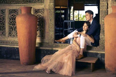 Dress, Gown, Artifact, Pottery, Creative arts, Wedding dress, Cylinder, Scene, Bridal clothing, Overskirt,