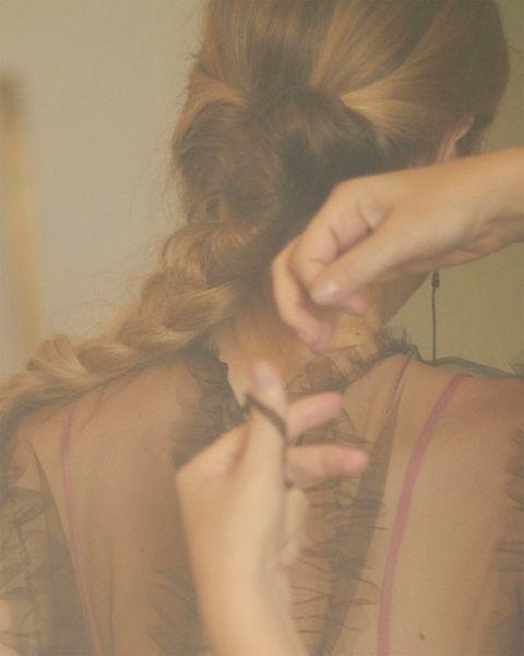Brown, Hairstyle, Shoulder, Style, Back, Long hair, Brown hair, Fur, Blond, Hair coloring,