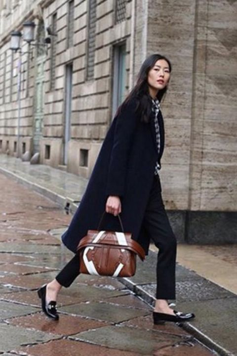 Clothing, Brown, Trousers, Ball, Outerwear, Basketball, Style, Street fashion, Knee, Fashion,