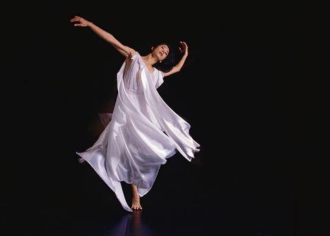 Dancer, Dance, White, Entertainment, Performing arts, Choreography, Modern dance, Concert dance, Athletic dance move, Light,