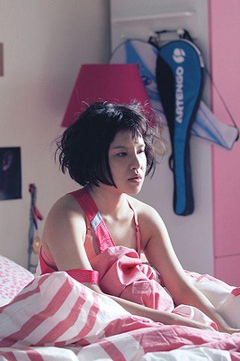 Textile, Pink, Linens, Black hair, Costume, Picture frame, Bedding, Bed sheet, Flesh, Day dress,